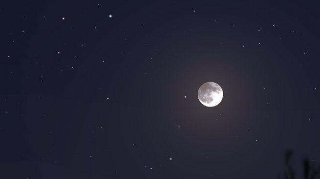 ¿Por qué la Luna se está oxidando? Parece que la Tierra tiene la