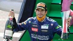 Carlos Sainz celebra su segundo puesto en el Gran Premio de Italia. (AFP)