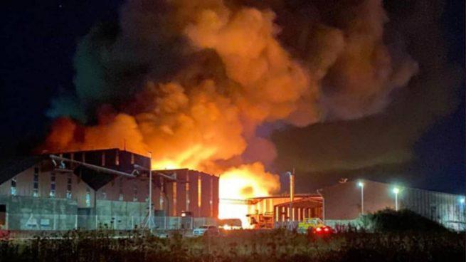 Instalaciones de Cobadu, en Zamora, en llamas.
