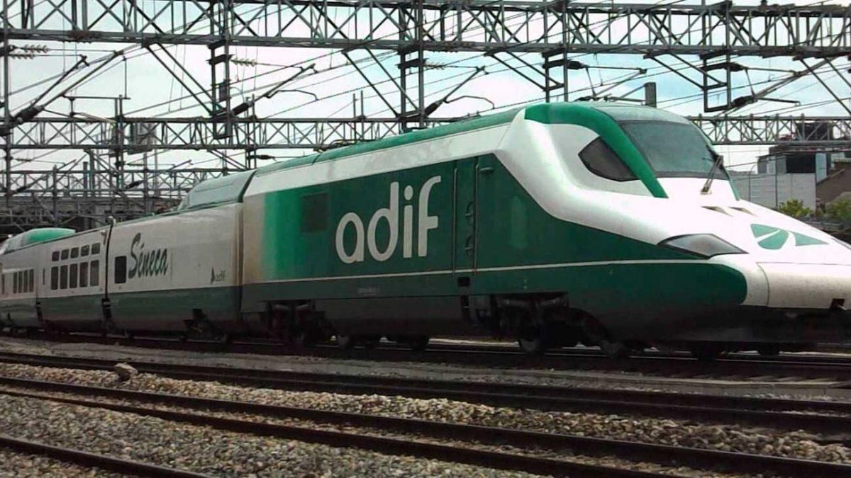 Imagen de un tren de Adif.