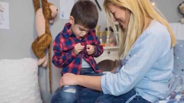 Consejos (eficaces) para que los niños no se resistan a vestirse