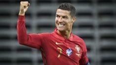Cristiano Ronaldo celebra su gol 100 con Portugal. (AFP)