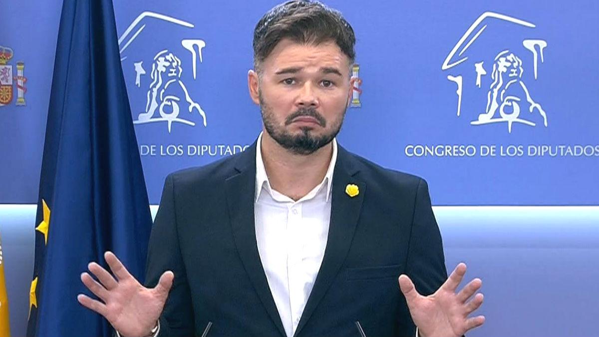 Gabriel Rufián, portavoz de ERC en el Congreso, durante una rueda de prensa en el Congreso. (Foto: Efe)