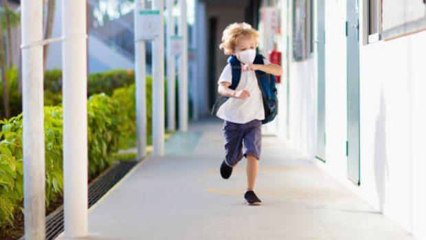 """Mascarillas infantiles en la escuela: ¿Cuál es el gasto que las familias van a tener que asumir"""""""