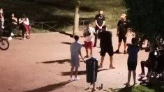 Peleas ilegales en un parque de Parla. (Foto: Ciudadanos de Parla Twitter)