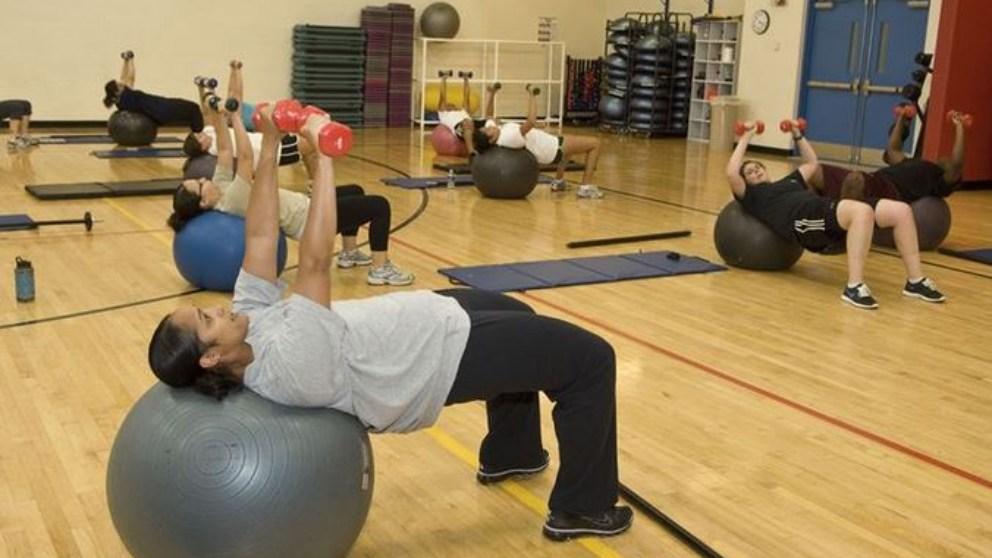 ¿Cómo empezar a entrenar con la pelota de pilates?