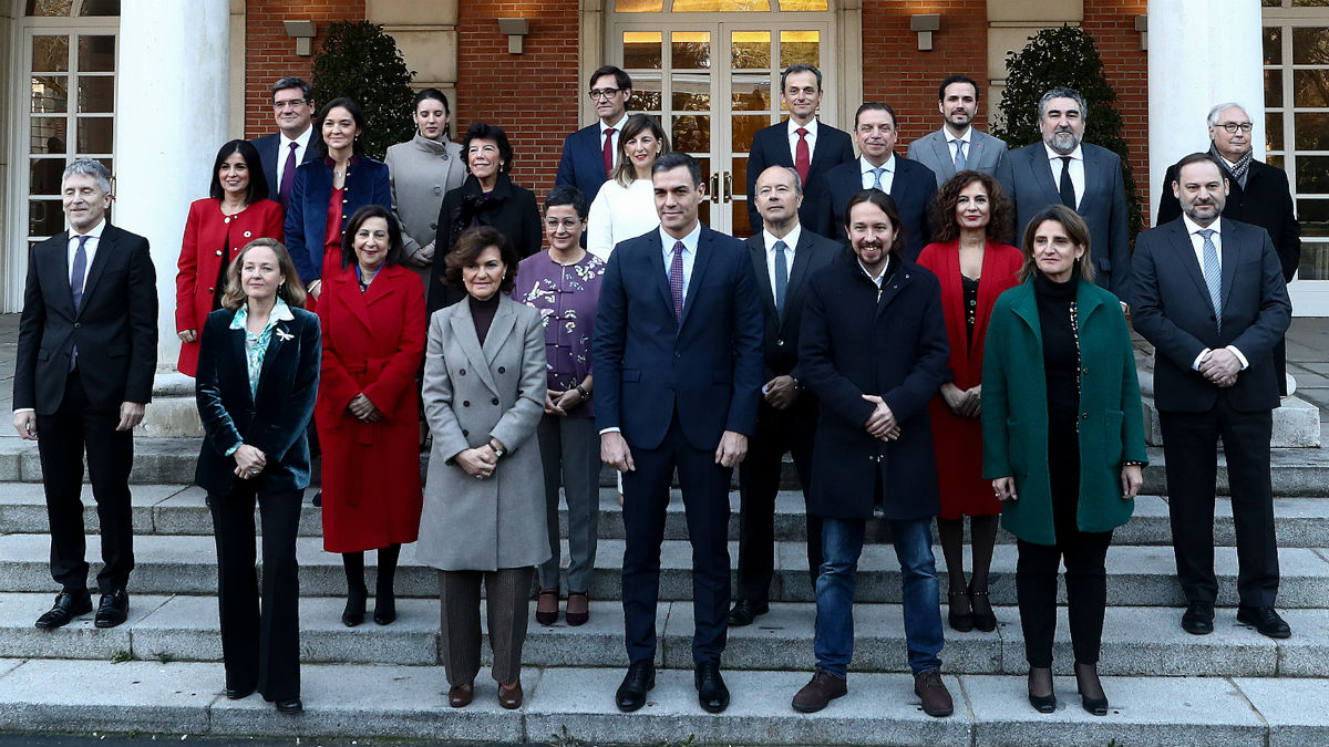 Foto de familia del Gobierno de PSOE y Podemos en Moncloa. (Foto: Moncloa)