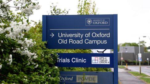 La Universidad de Oxford trabaja en una de las vacunas más avanzadas