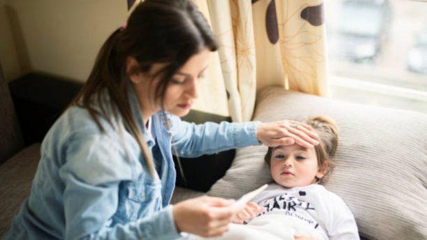 niños covid-19 fiebre