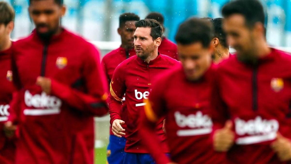 Leo Messi durante su primer entrenamiento con el Barça tras anunciar que se queda. (fcbarcelona.cat)