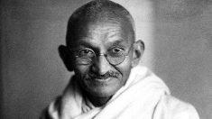 El 16 de septiembre de 1932 Mahatma Gandhi comienza su huelga de hambre