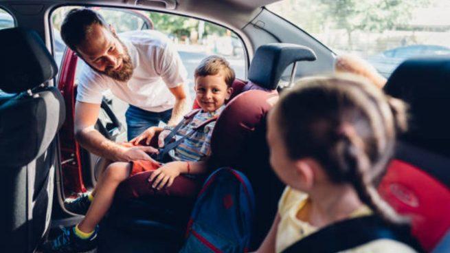 llevar niños colegio coche