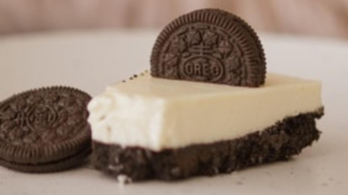 Tarta de chocolate blanco y negro con oreo