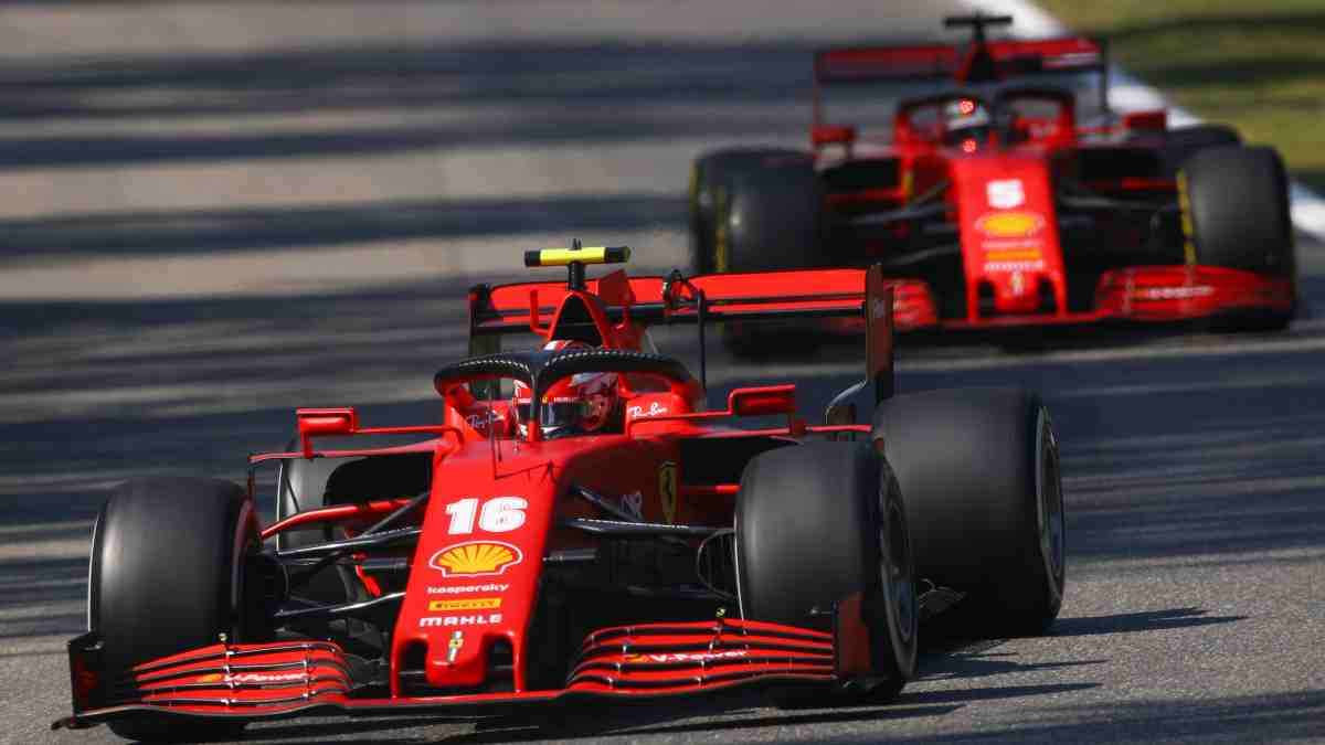 Leclerc y Vettel con Ferrari. (AFP)