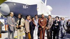 El 17 de septiembre de 1976, la NASA presenta el transbordador Enterprise