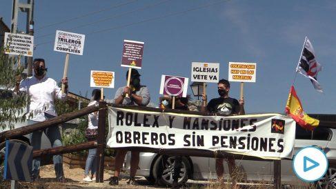 Protesta ante el casoplón de Iglesias y Montero.