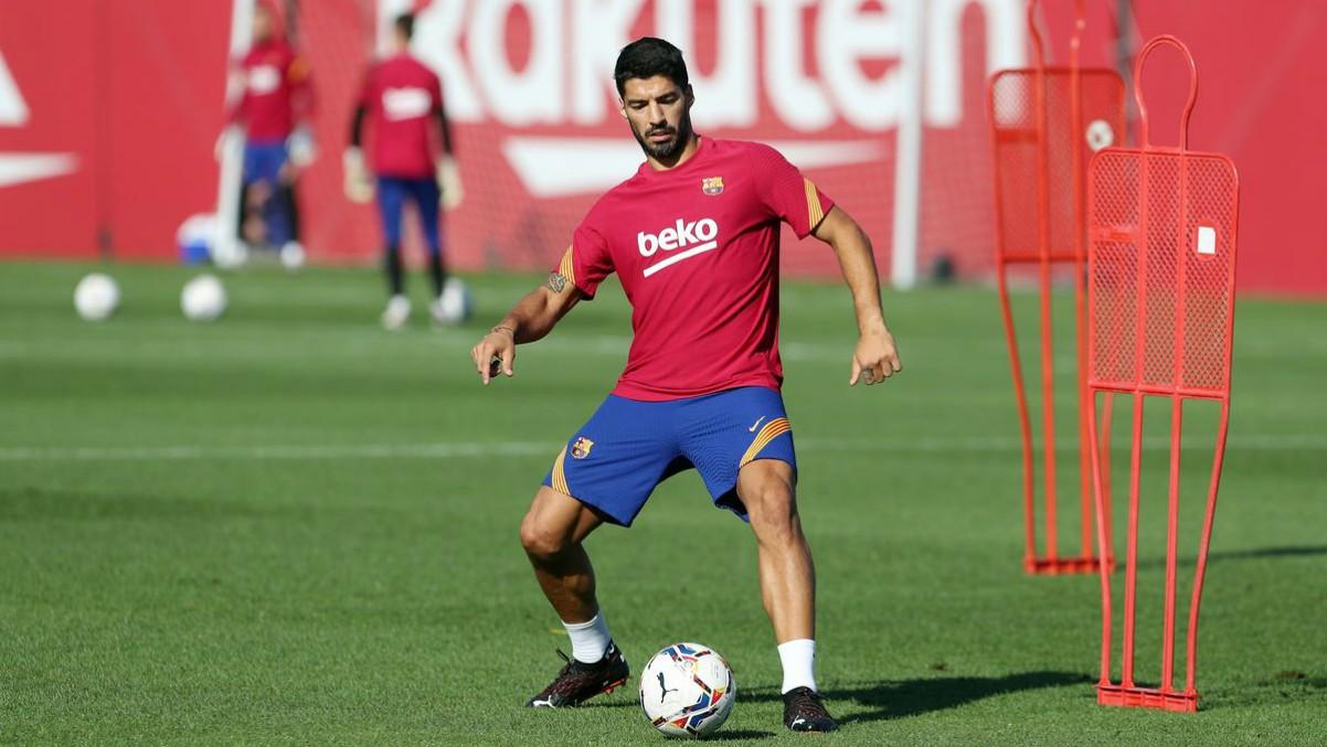 Luis Suárez durante un entrenamiento con el Barcelona. (fcbarcelona.cat)