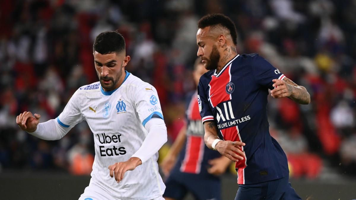 Álvaro González y Neymar, en el partido. (AFP)