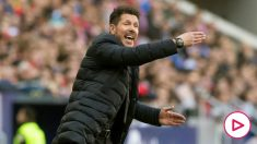 El Cholo Simeone da órdenes a los jugadores durante el Atlético-Sevilla. (EFE)