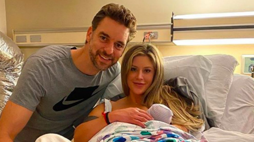 Pau Gasol y Cat McDonnell presentan a su hija Elisabet Gianna. (@paugasol)