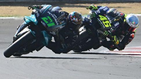 Franco Morbidelli y Valentino Rossi en el GP de San Marino. (AFP)