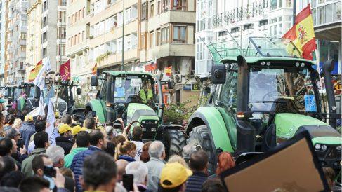 Protesta de agricultores contra el Gobierno el pasado febrero en Santander pidiendo precios justos para el campo. (Foto: EP)