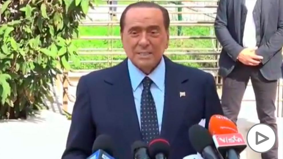 Berlusconi sale del hospital tras once días ingresado por coronavirus.