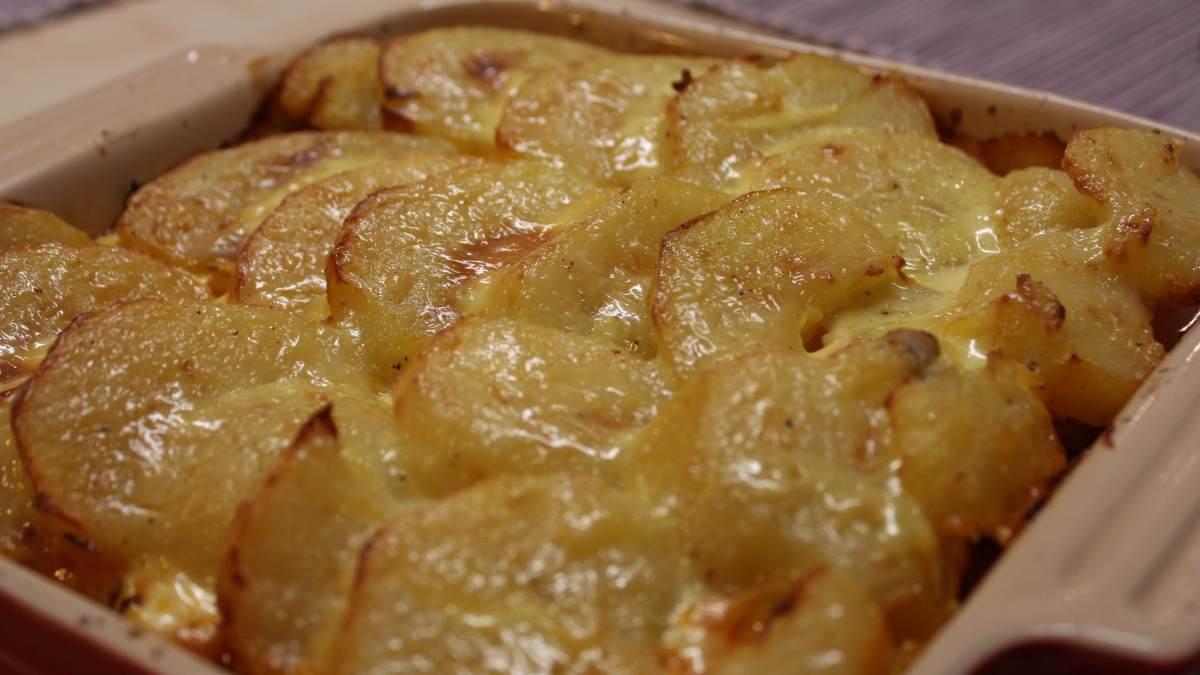 Receta de Gratín de patata y cebolla, con nata y Gruyère