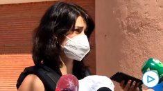 La podemita Isabel Serra está en cuarentena con su bebé tras hacer con él oposición a Ayuso en sitios de riesgo.