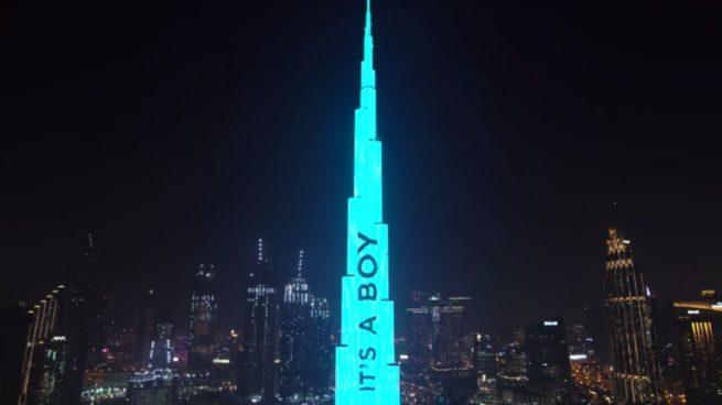 Una pareja de influencers se gasta 85.000 euros en revelar el género de su bebé en el Burj Khalifa