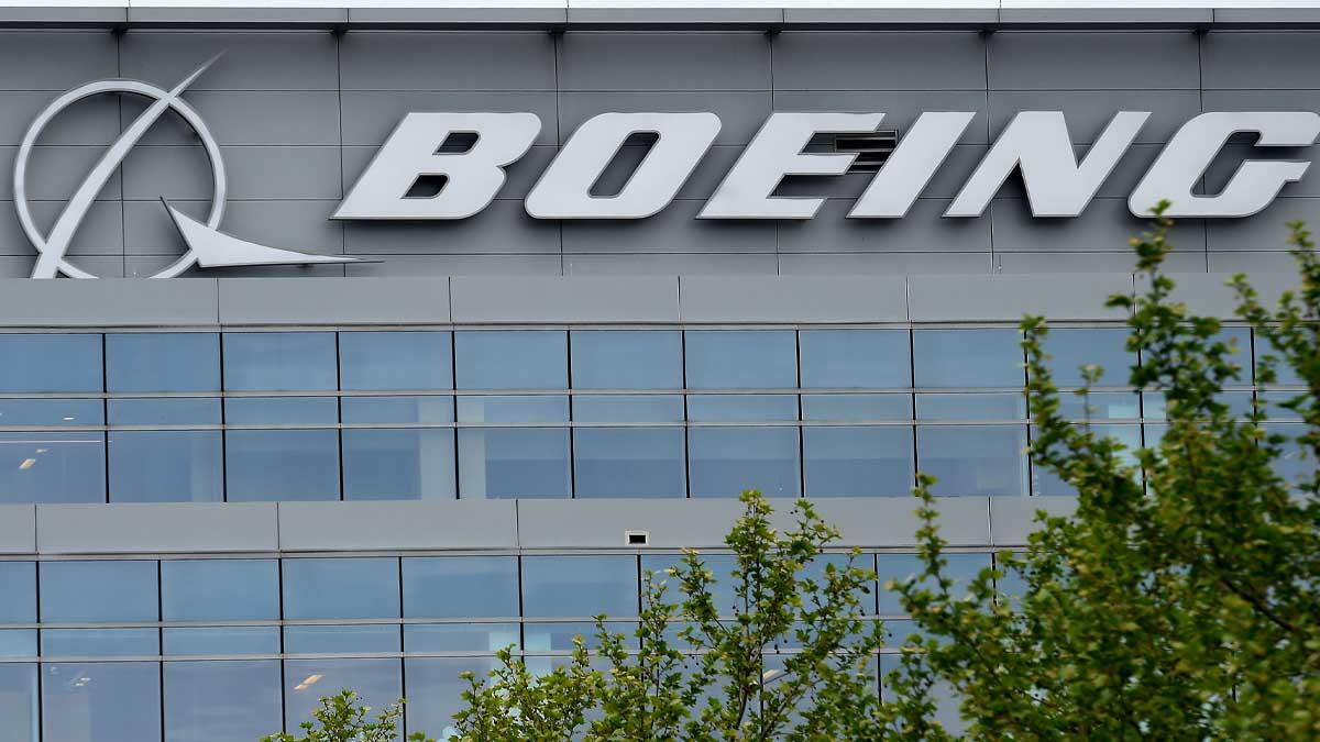 Boeing recomienda a las aerolíneas la suspensión de vuelos de los 777 tras el incidente en EEUU