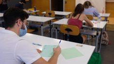 Estudiantes se examinan de la antigua Selectividad de septiembre en la Universidad de Sevilla. Foto: EP