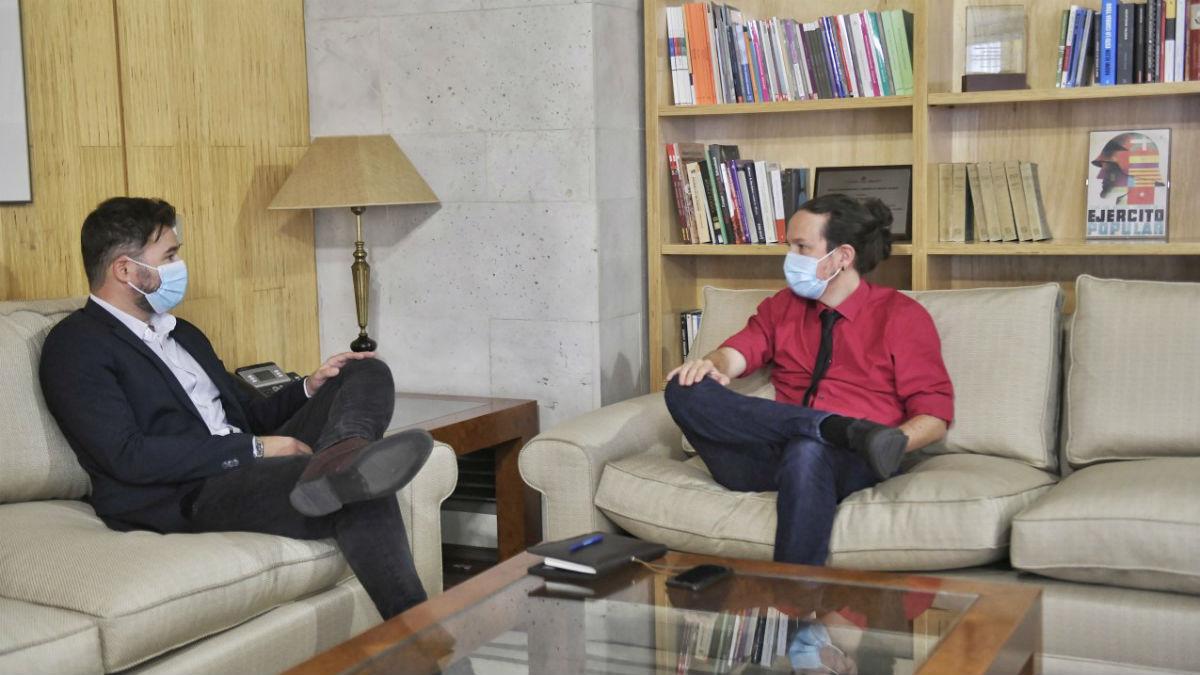 El vicepresidente y líder de Podemos, Pablo Iglesias y Gabriel Rufián reunidos en el Congreso.