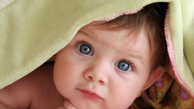 ¿Puede cambiar el color de los ojos de los bebés al crecer? ¿Es hereditario?