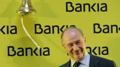 Rato tocando la campana en la Bolsa de Madrid.