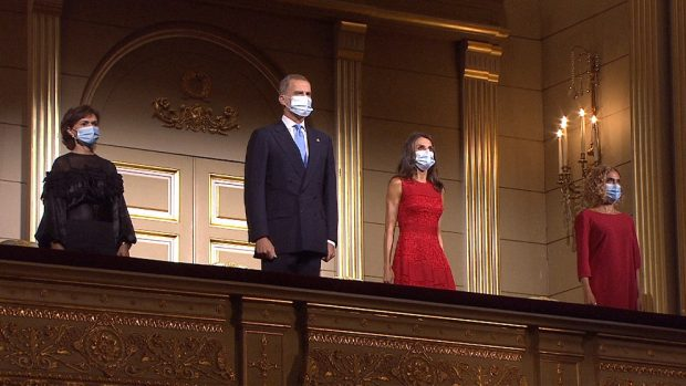 Sánchez manda a cuatro ministros con los Reyes al Teatro Real tras las protestas del mundo de la cultura