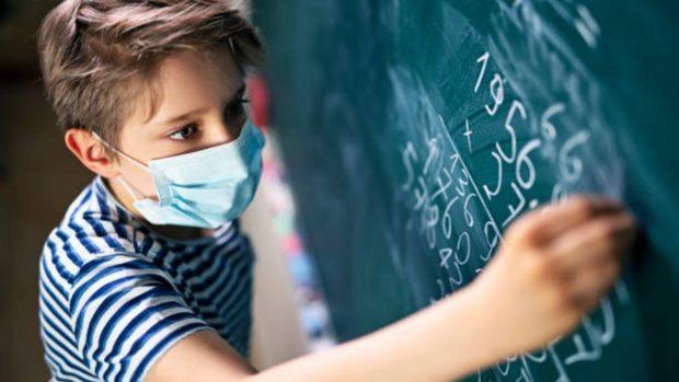 5 errores que los niños cometen en el uso de las mascarillas en las escuelas