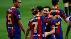 Messi y Griezmann celebran el gol del francés en el Barcelona-Elche del Trofeo Joan Gamper. (EFE)