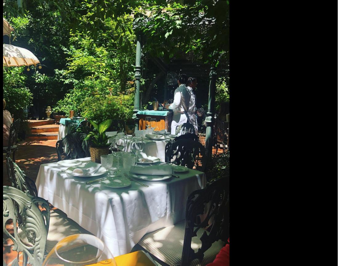 Monedero cazado en un restaurante 'top' del barrio de Salamanca mientras agita a los distritos obreros contra Ayuso