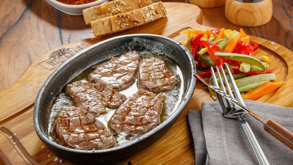 Filetes de ternera en salsa de vino blanco