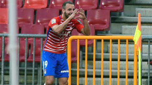 Roberto Solado celebra un gol con el Granada. (EFE)