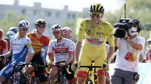 Tadej Pogacar, con el maillot amarillo. (AFP)