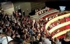 Captura de uno de los vídeos publicados en Twitter donde se ve el enfado del público del Teatro Real ante la falta de distancia social.