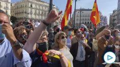 Abucheos contra Pedro Sánchez en la Puerta del Sol a su llegada para la reunión con Isabel Díaz Ayuso.