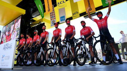Los ciclistas del Arkéa en el Tour de Francia. (AFP)