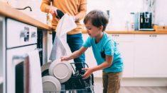 Descubre qué beneficios tiene implicar a los niños en las tareas domésticas