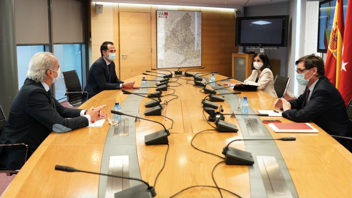 Enrique Ruiz Escudero, Ignacio Aguado, Carolina Darias y Salvador Illa en el grupo Covid-19 de la Comunidad de Madrid. (Foto: Comunidad)