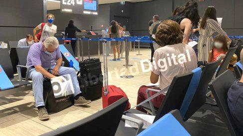Dolores Delgado y Baltasar Garzón aeropuerto de Fiumicino de Roma. (Foto: 'Libertad Digital')