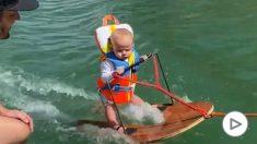 Instagram: Duras críticas a los padres del bebé de 6 meses que hace esquí acuático por primera vez