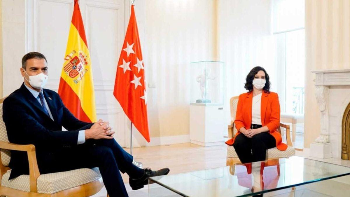 Reunión de Sánchez y Ayuso en la Puerta del Sol.